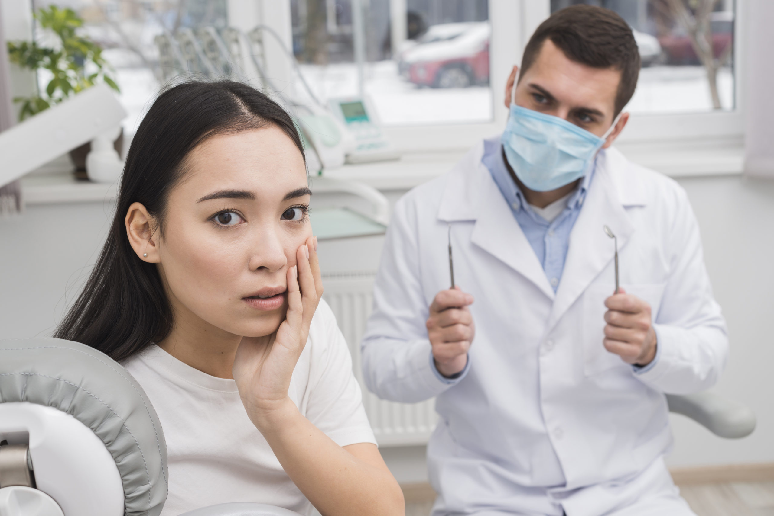 Does an extraction hurt? Kensington Court Clinic